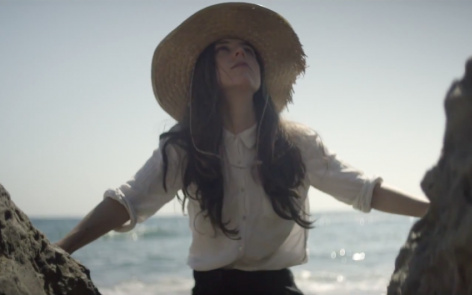 "Julia Holter – ""Sea Calls Me Home"""