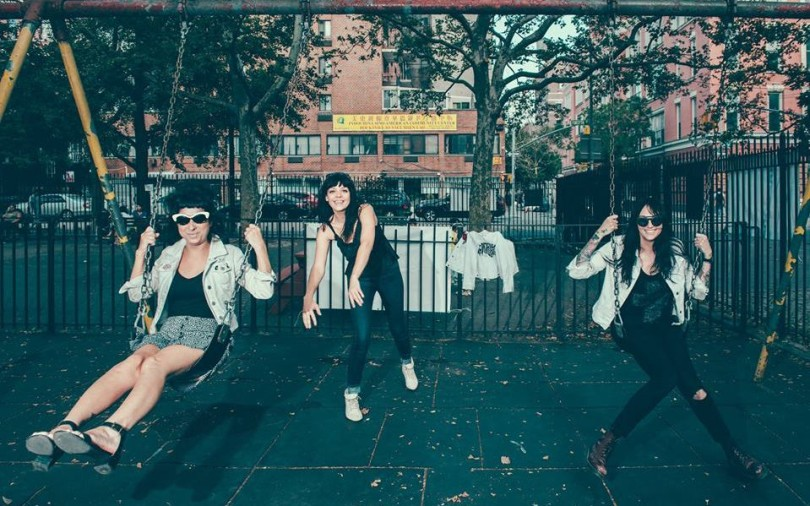"The Coathangers – ""Captain's Dead"""