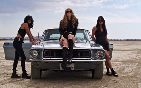 """L.A. Witch – """"Drive Your Car"""""""