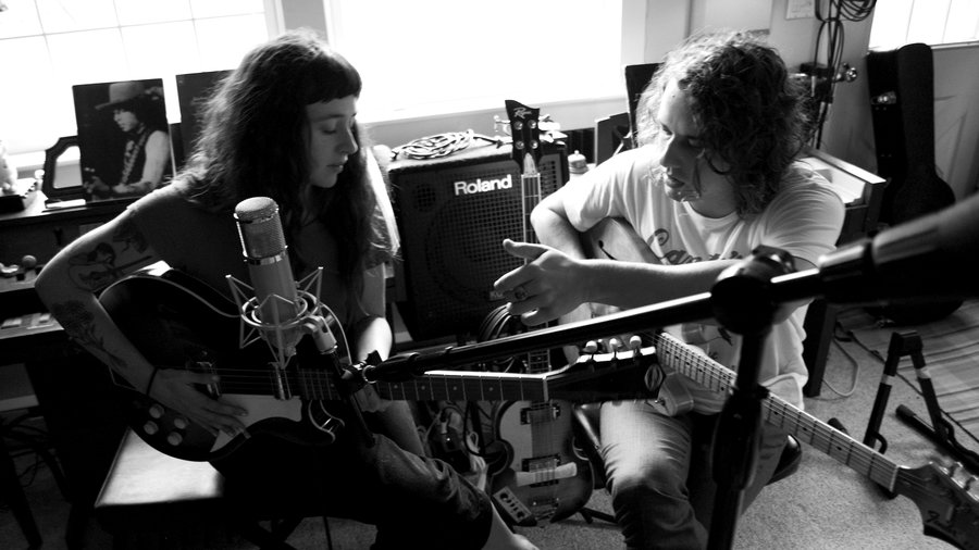"""Kevin Morby & Waxahatchee – """"Farewell Transmission"""", """"The Dark Don't Hide It"""""""