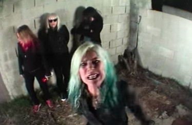 "L7 – ""I Came Back To Bitch"""