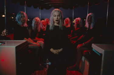 "Phoebe Bridgers – ""Scott Street"""