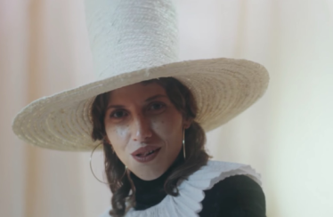 "Aldous Harding – ""The Barrel"""